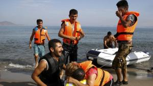 #Iranian #refugees arrives in Greece-Reuters 15082015
