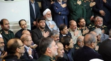 ممثل الخامنئي والقادة السابقين والحاليين للحرس الثوري الإيراني في مراسيم تشييع جثمان حسين همداني
