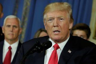le-president-americain-donald-trump-a-la-maison-blanche-a-wa_3344422